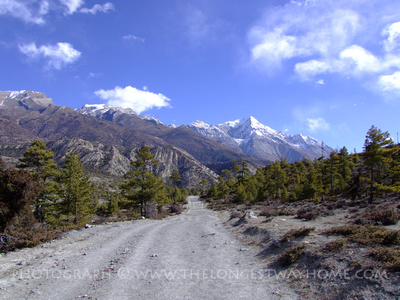 Road on the Annapurna Circuit