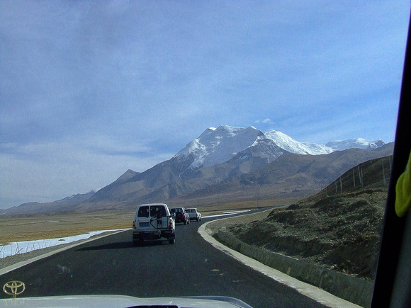 The smooth comfortable road to Everest in Tibet
