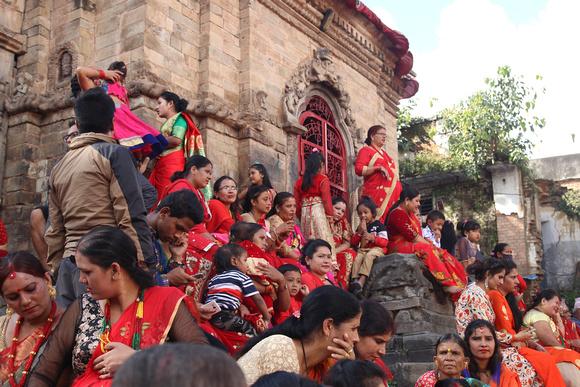 Women surrounding a Shiva Temple in Kathmandu during Teej