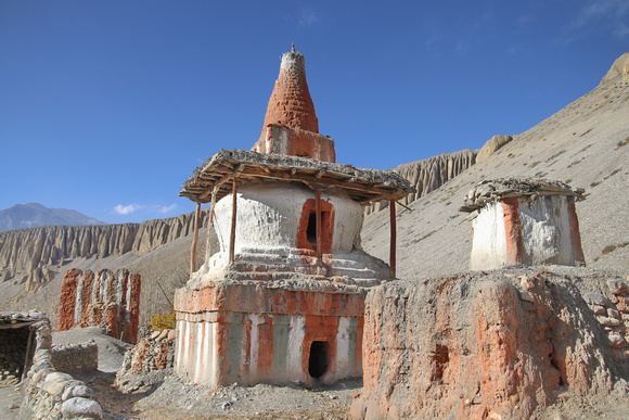 Chorten and lhato wall