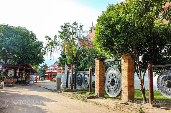 Gongs at Wat Chedlin/Jetlin