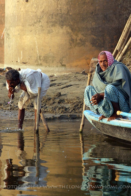 Morning washing on the Ganges, India
