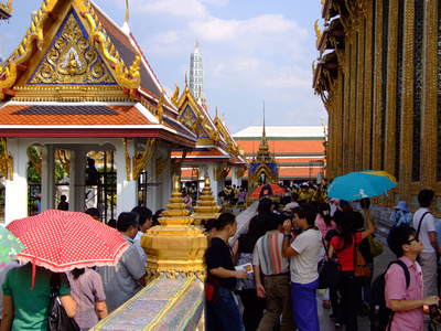Crowds at the Grand Palace in Bangkok
