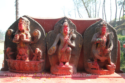 Statues around Gokarna temple incluse Vishnu with a gopi