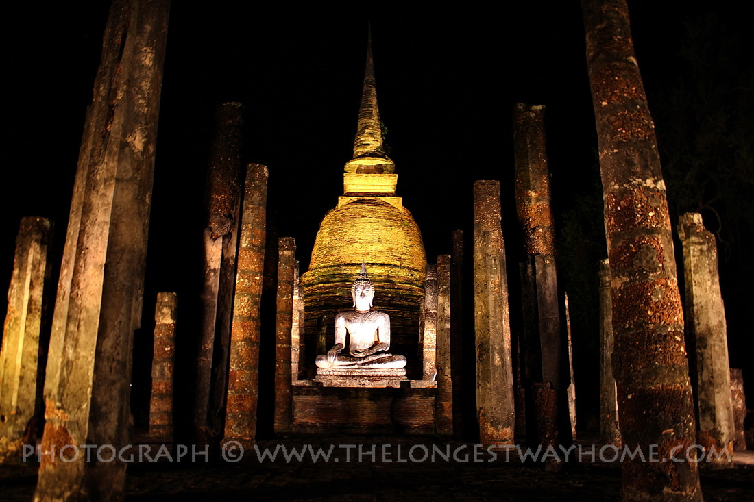 Wat Sa Si at night in Sukhothai Historical Park