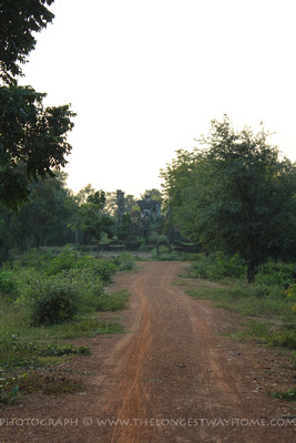 Road to Wat Sangkawat