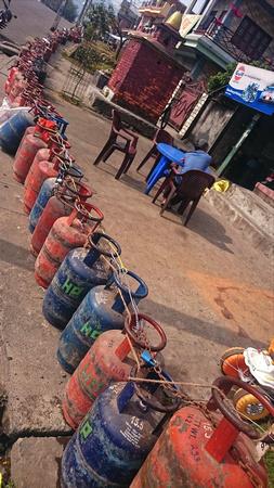Long gas queue in Pokhara