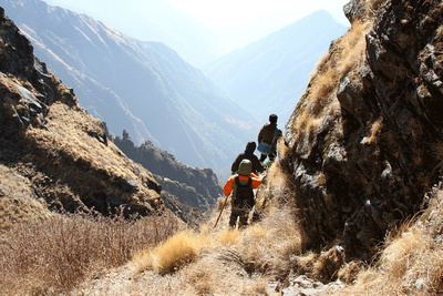 Trekkers on a ridge along the Mundum trek
