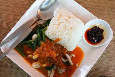 Plate of Thai pork and peanut sauce