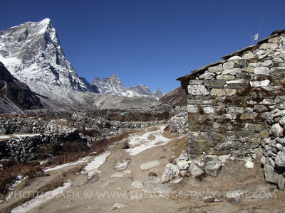 Beautiful treks to Everest continue into November