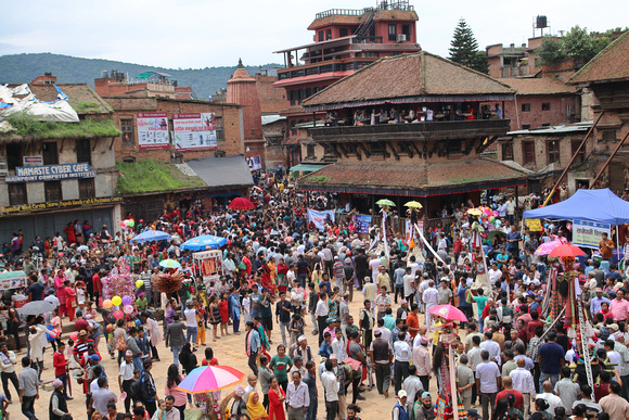 Crowds fill Taumadhi Square in Bhaktapur City