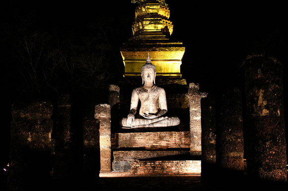 Wat Sa Si at night in Suhothai