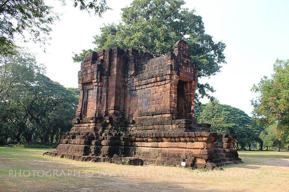 Ta Pha Daeng Shrine