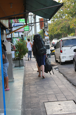 Barefoot backpackers in Chiang Mai