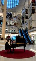 Pianist in Gaysorn, Bangkok