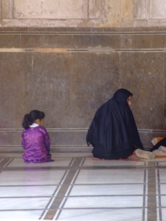 Mother and daughters preparing to pray at Badshahi Mosque