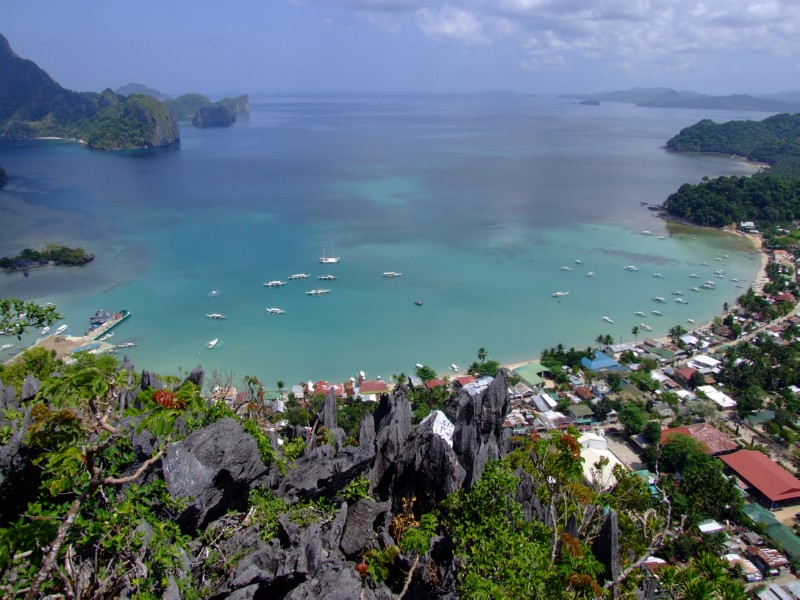 View of El Nido from the top of the Cliffs (click to enlarge)