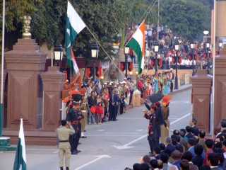 Lowering of the Pakistani and Indian Flags