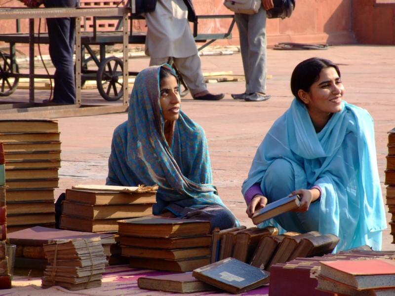 Women selling the Koran (click to enlarge)