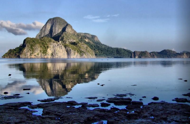 Reflecting on El Nido, Palawan (click to enlarge)